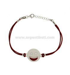 BRACCIALE IN SETA ROSSA CON EMOTICONS SORRISO MM 17 IN ARGENTO RODIATO TIT 925‰ E SMALTO CM 16-18
