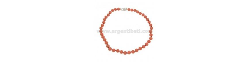 Halsketten Steine und Perlen